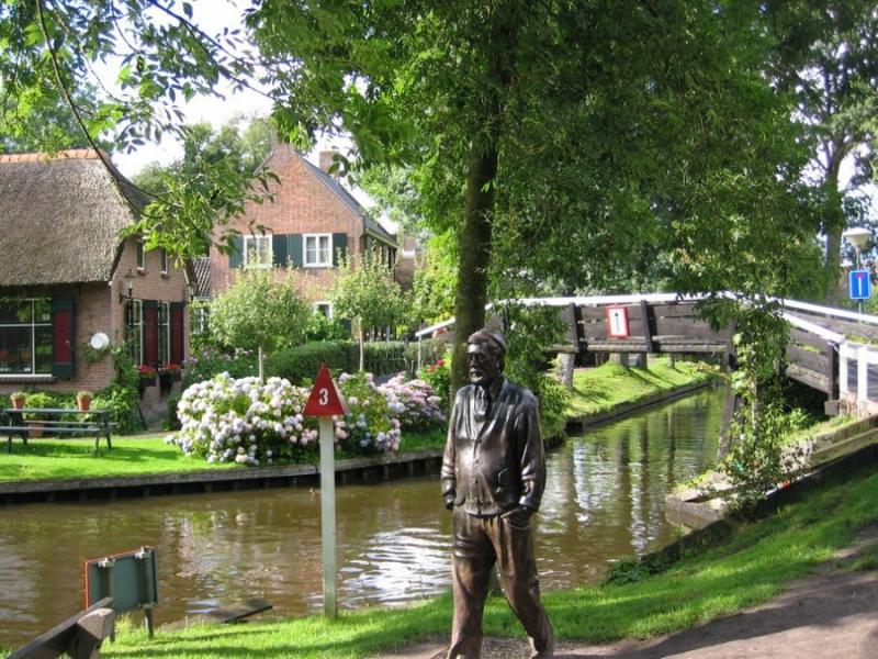 Деревня гитхорн в голландии купить дом сколько этажей дома в дубае